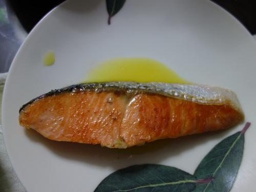 シークヮーサー果汁をかけた焼き鮭